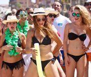 Fiesta de despedida en la playa de Alicante