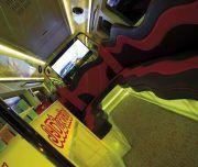 Una fiesta diferente en el interior de un bus