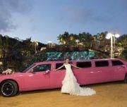 novia presume de limusina el día de su boda