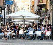Calle Castaños repleta de gente