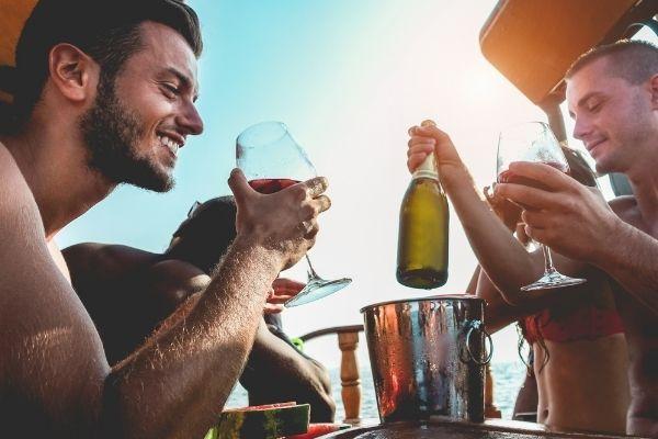 actividades acuáticas, restaurante y fiesta con más grupos