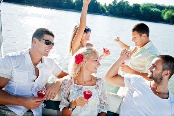 fiesta en catamaran para despedidas de soltero